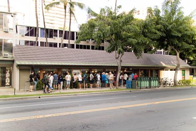 ハワイ・ワイキキ丸亀うどんの行列