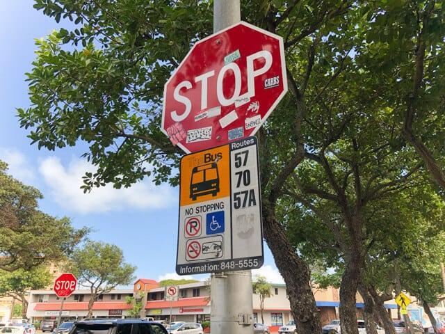 カイルアのバス停標識
