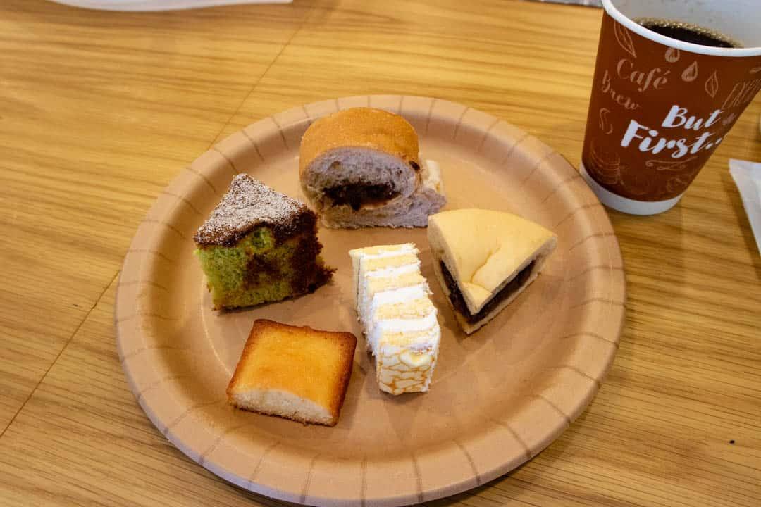 パスコ菓子パンの試食とコーヒー