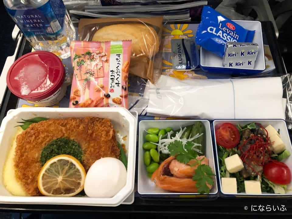 ANAA380型機の機内食(ホノルル行き大人)