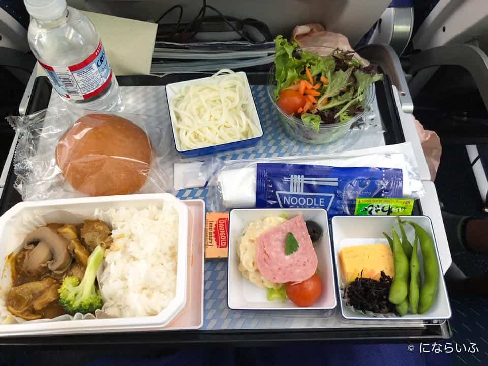 ANAA380型機の機内食2(成田行き大人)