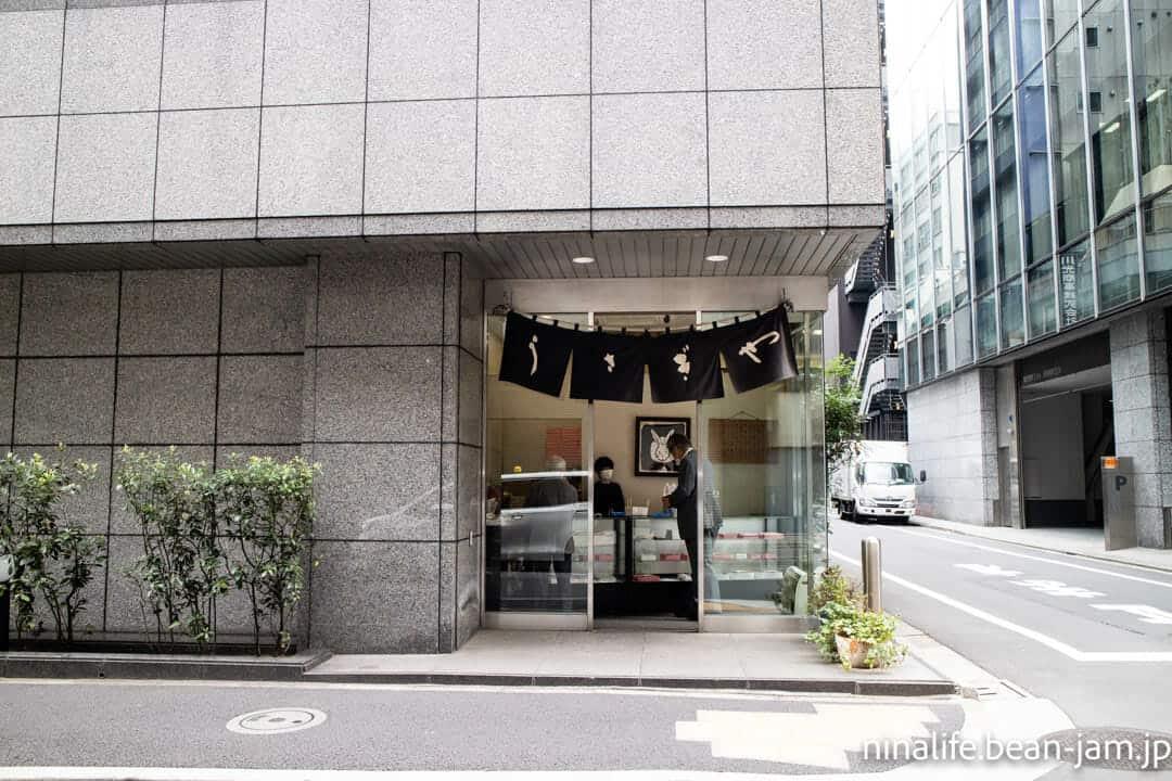 日本橋うさぎや本店の入口