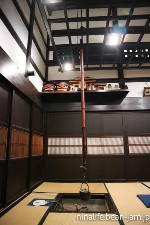 野沢温泉民宿・いけしょうの囲炉裏(縦)