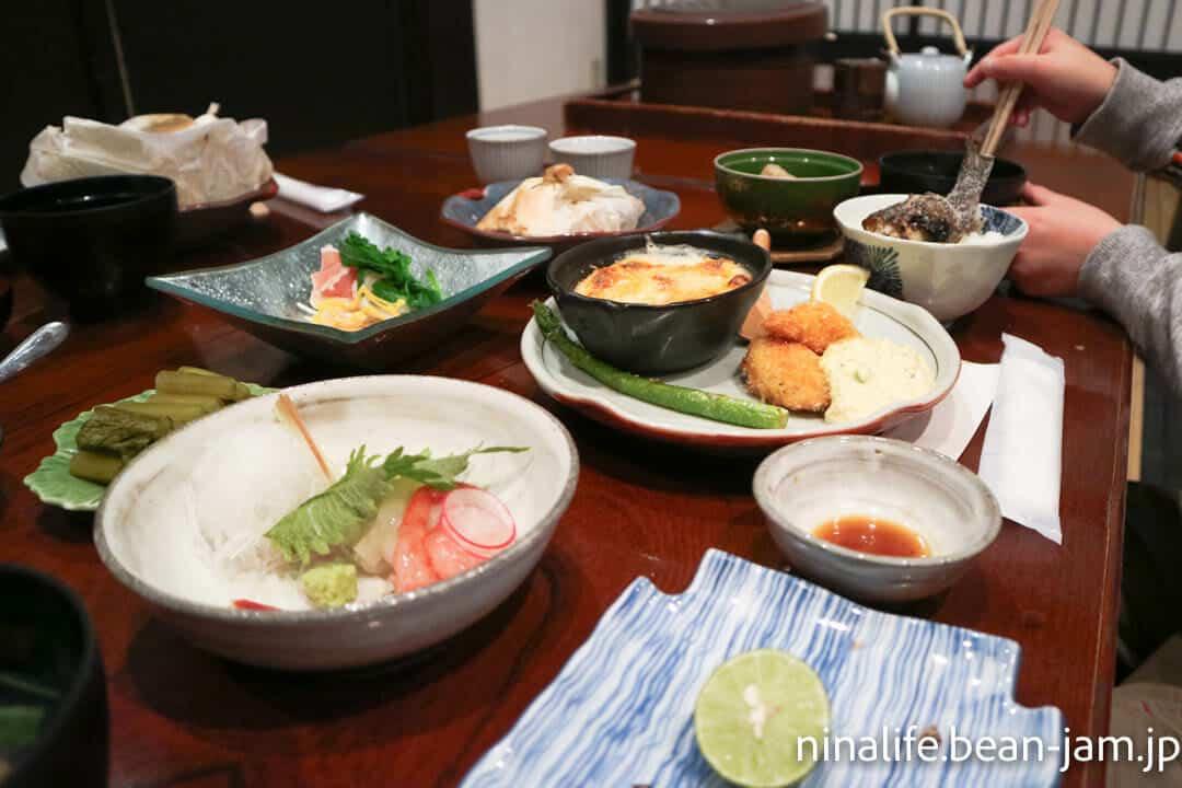 野沢温泉民宿・いけしょうの夕食風景